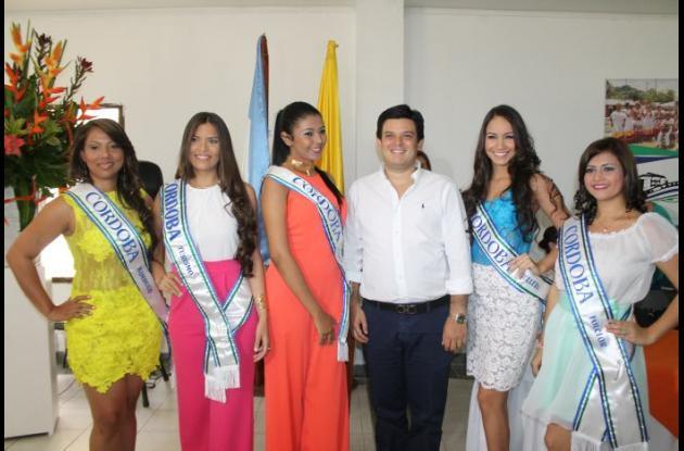 Ceremonia de imposición de bandas a candidatas que representarán a Córdoba en reinados nacionales.