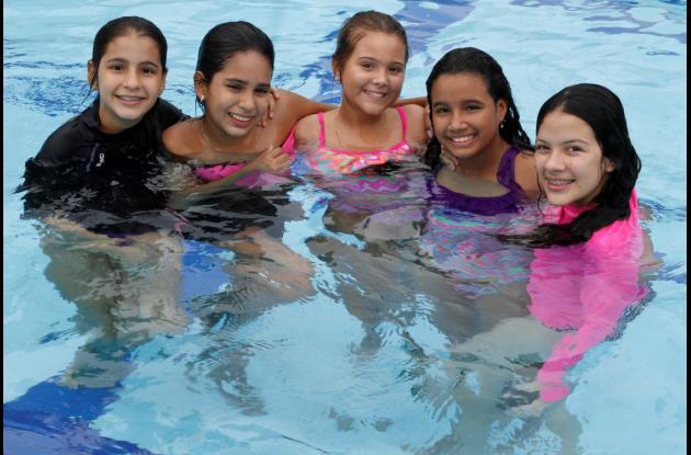 Juliana Lenis, Mariana Corrales, María Angélica Pareja, María Juliana Roca y Margarita Aguilera.