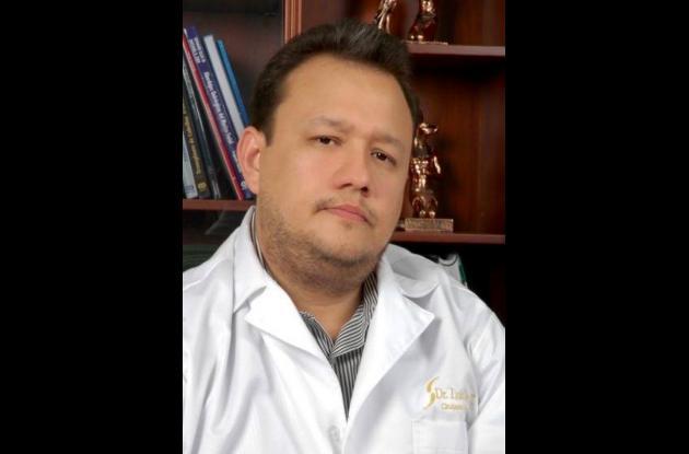 Luis Stave, médico cirujano plástico.
