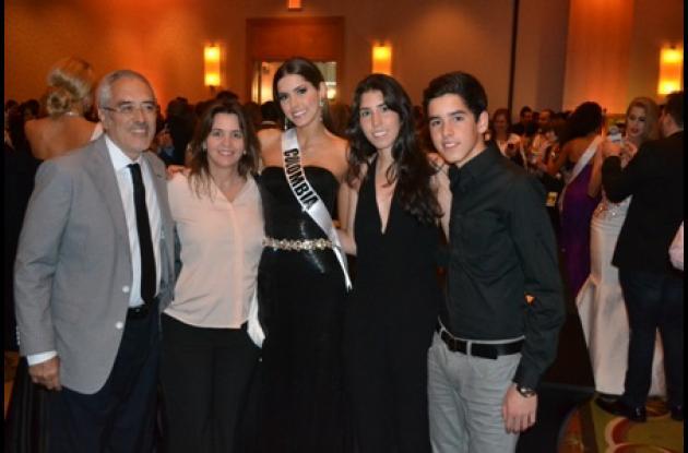 Rodolfo Vega, Laura Dieppa, Paulina Vega, Valeria Vega y Juan Pablo Vega