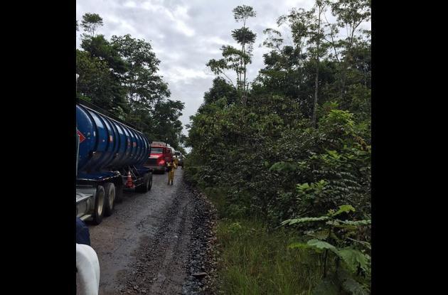 Farc provocó derrame de crudo en carreteras del Putumayo.