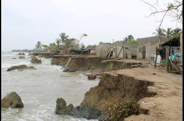 La erosión arrasó viviendas a lo largo de 40 kilómetros de playas.