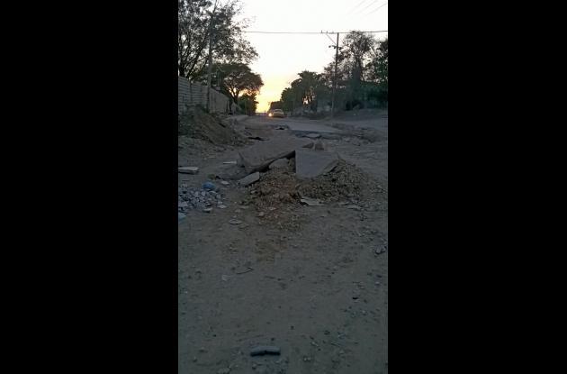 Obras de pavimentación en la vía Henequén.