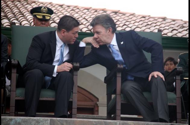 Juan Manuel Santos se despidió del ministro de defensa Juan Carlos Pinzón.