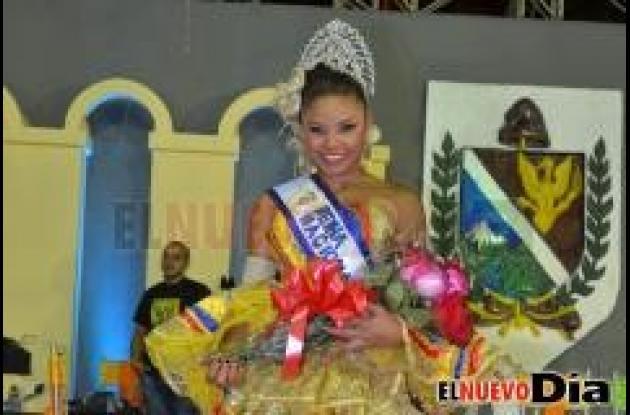 Cindy Johanna Rodríguez Ariza se llevó la corona del Reinado Nacional del Folclor tras la presentación de las 19 candidatas en la concha Acústica de Ibagué.