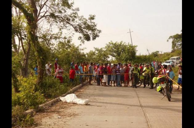 Julio Beltrán Bossio murió en un accidente en una vía pavimentada, en el sector Loma del Limón, en Turbana. Iba de parrillero en una moto y el conductor de esta también resultó herido. Es un menor de 15 años, quien permanece internado en una clínica en Cartagena.