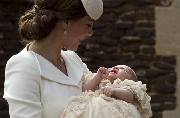 Caterine, duquesa de Cambridge, y su hija la princesa Carlota.