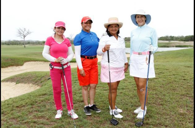 Hortensia Uribe, Elsa de Barrera, Lilia López y Martha Londoño de Mogollón.