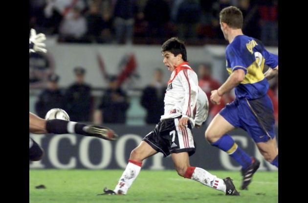 Javier Saviola con la camiseta de River Plate.