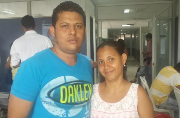 El esposo de Karla Patricia García Correa también es sordo. Tienen un hijo de un año de edad. Ambos se presentaron a la feria del empleo convocada por la Secretaría de Participación Comunitaria.