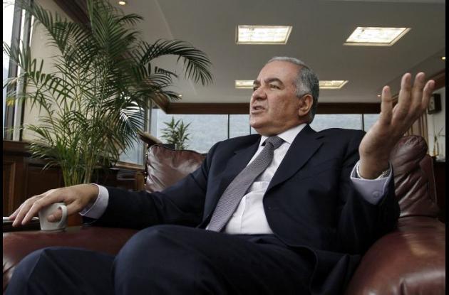 Edgardo Maya Villazón contralor General de la República.