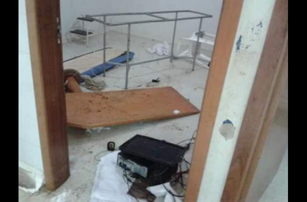 Participantes de la riña en la que hirieron a Kevin Torres ocasionaron daños en el hospital local de Turbaco.