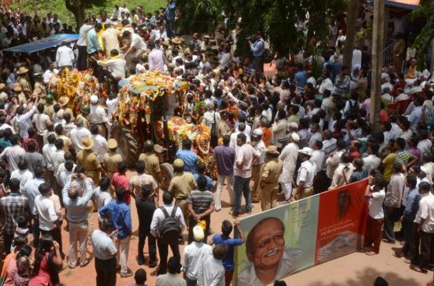 Es el tercer crítico de la superstición religiosa en ser asesinado en el país en tres años. El ataque contra Malleshappa M. Kalburgi aumenta los temores sobre el extremismo religioso.
