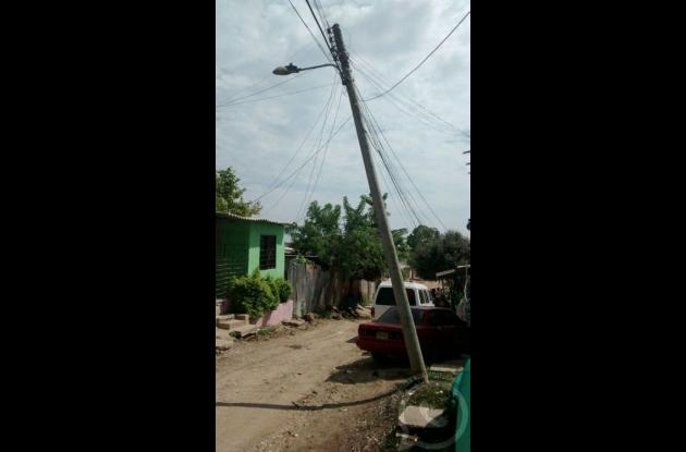 postes de luz en mal estado