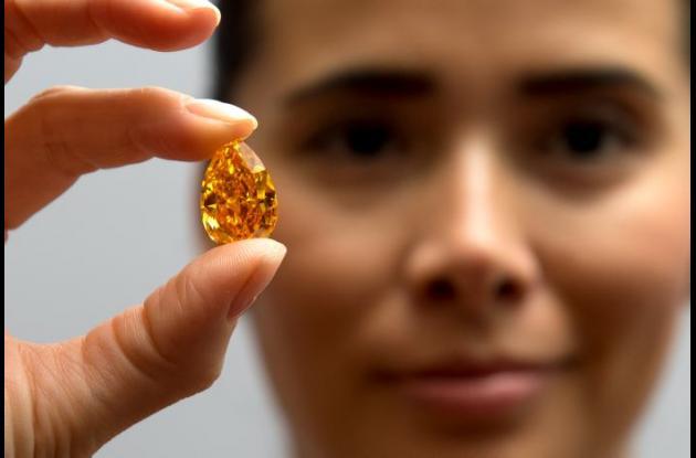 El diamante le fue extraído mediante colonoscopia.