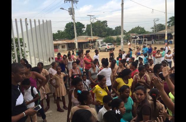 Estudiantes de la institución educativa de Fredonia realizan protesta