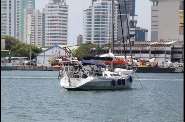 Lazy Duck se encuentra anclado en la Bahía de Cartagena frente al Club de Pesca.
