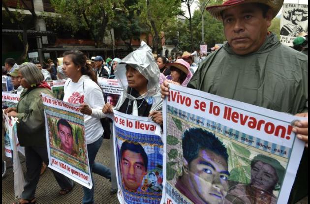 Diferentes manifestaciones se realizaron en todo México para conmemorar la desaparición de los estudiantes.