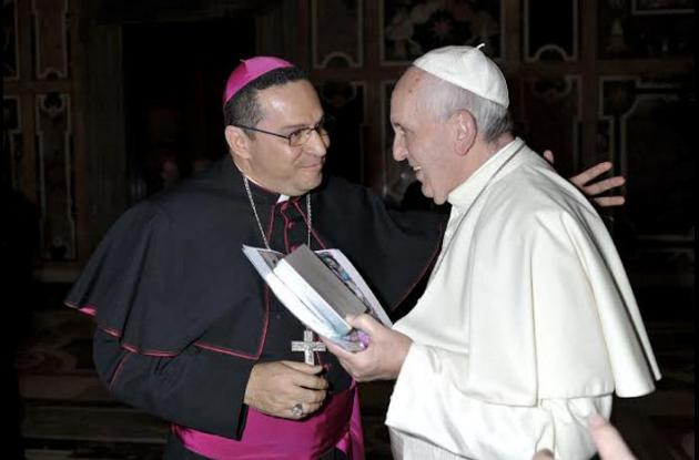 Monseñor Ariel Lascarro Tapia con el papa Francisco.