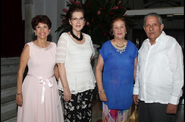Prince Martínez, Sandra de Vélez, Rosario Cabrales y Raimundo Vélez.