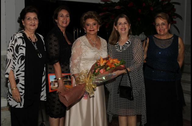 Mariela de Lecompte, Ada De La Espriella, Judith de Álvarez, Beatriz Del Valle y Elenita de Pereira.