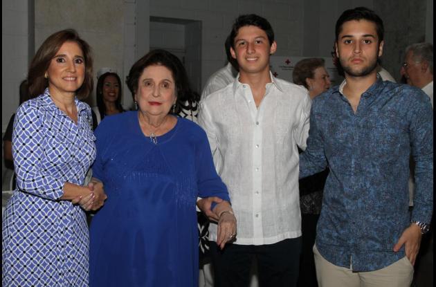 Teresa Zurek, Teresita Román, Carlos Zurek y Eduardo Londoño.