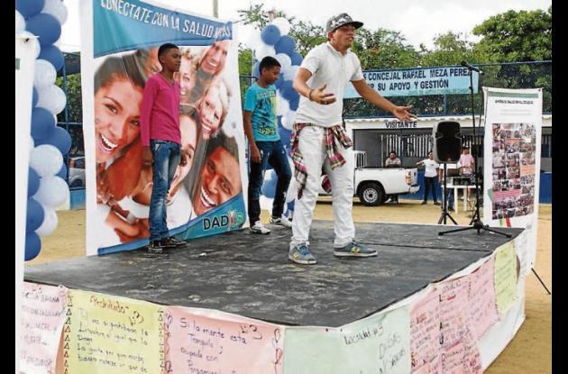Con motivo del Día Mundial de la Salud Mental, la Red de Salud Distrital se tomó la cancha de sóftbol de Canapote donde desarrolló ejercicios de promoción y prevención e interactuó con la comunidad.