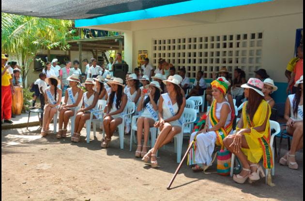 Las reinas durante su visita a las Islas del Rosario.