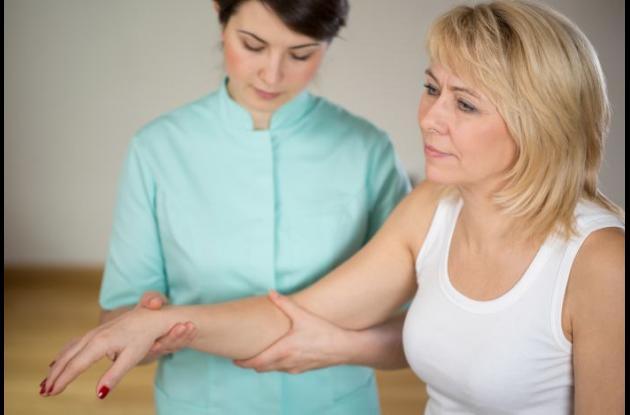 Es importante que un especialista  valore al paciente, pues muchas veces los trastornos de movimientos son confundidos o subestimados.