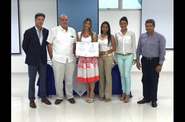 Roberto Montoya- director ejecutivo de Icontec, Pedro Otoya, Tatiana Urueta, Martha Del Valle, Julissa Mendoza- de Facture, y Simón Bolívar de Icontec.