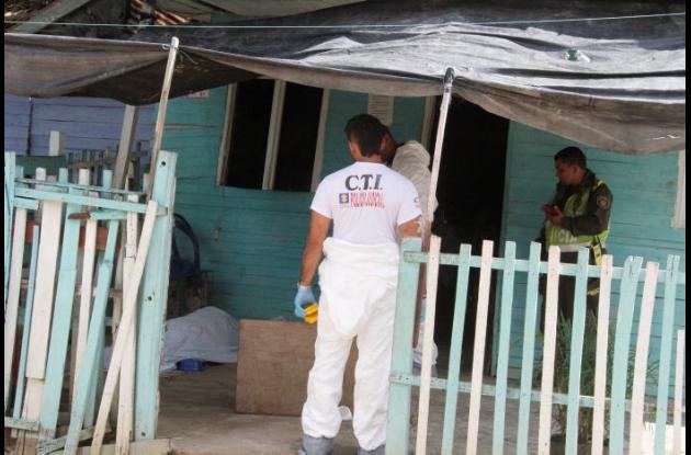 Jesús Manuel Baena Cuadro fue asesinado en la terraza de su casa, mientras vendía minutos a celular. El hecho ocurrió en la calle La Reina del sector Las Vegas, en el barrio Nelson Mandela. Los móviles del ataque son motivo de investigación.