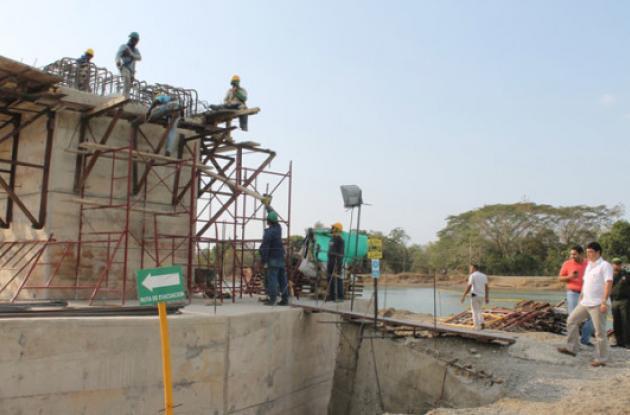 El puente que seria entregado el próximo mes sigue a medias.