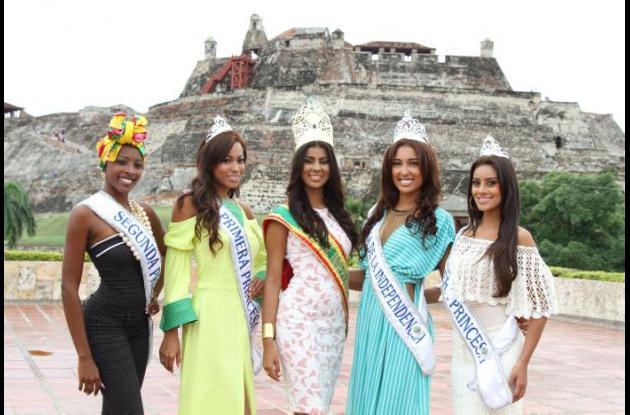 Naomy Ocoró, reina de la Independencia 2015; Natalia Zúñiga, Virreina; Helen Alvis, primera princesa; Zoleidys Lozano, segunda princesa, y Zuleima Castellón, Tercera princesa, serán las galardonadas.