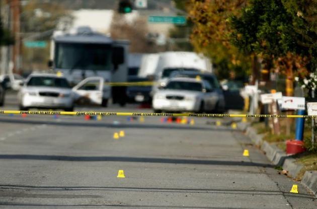 Evidencia en el lugar donde fueron asesinados los dos atacantes.
