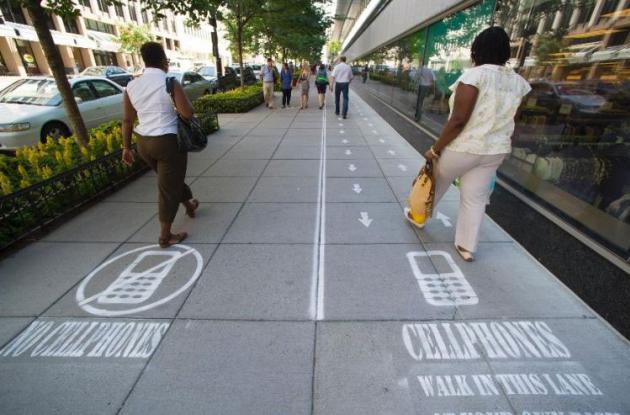 caminar con el celular es peligroso