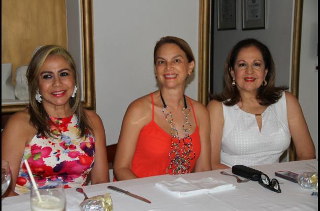 Cuky Pareja de Farah, Alicia de Berrío y Carmiña Domínguez.