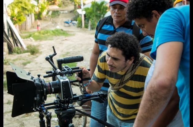 """Antonio Meza, director y guionista, con parte de su equipo en el rodaje de """"Ambulante""""."""