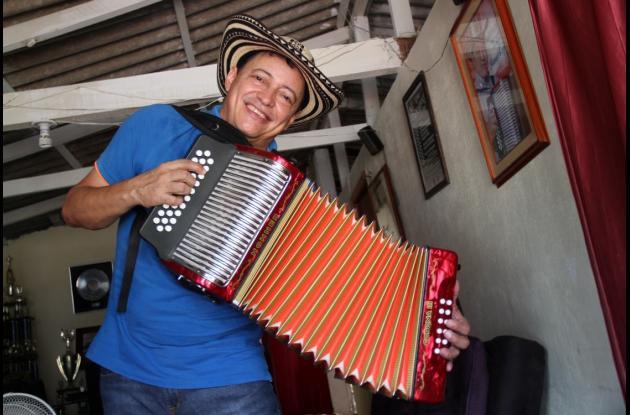 """Manuel confiesa que """"El Verano"""", de Leandro Díaz, y """"Mi Muchacho"""", de Diomedes Díaz, son sus dos canciones favoritas."""