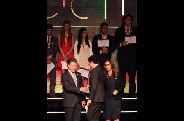 El Ministerio de Educación y el presidente Juan Manuel Santos entregaron el Premio a los mejores estudiantes del país
