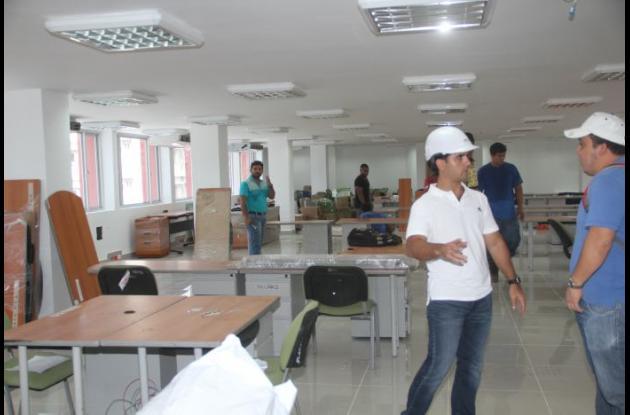 El secretario de Infraestructura, Mario Ramos Juliao, estuvo ayer en las labores de mudanza.