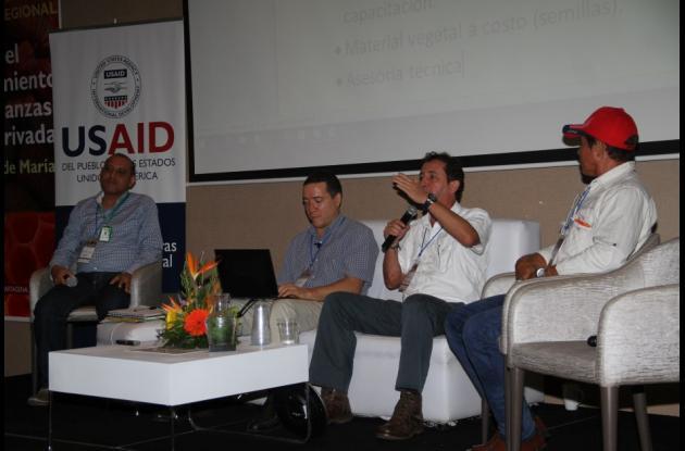 Herminson Zarza, Juan Tafur,Juan Fernando Valenzuela y Rubén Darío Queiroz,  durante un panel en el Primer Encuentro para el Fortalecimiento de las APP, en el Hotel Corales de Indias.