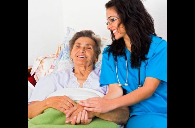 De 7 a 10 millones de personas en el mundo padecen Parkinson, que se manifiesta a menudo entre los 50 y 70 años y causa la muerte de las células cerebrales que producen dopamina.
