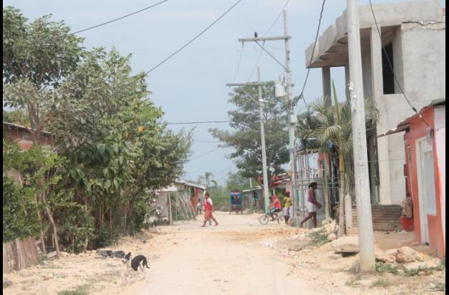 La riña ocurrió en la vía principal del sector 20 de Enero, en El Pozón. Dos hermanos heridos.