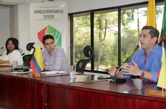 La nueva Mesa Directiva de la Asamblea integrada por los diputados Héctor Pérez Pernet, Ana Pestana y Jorge Mario Hernández.