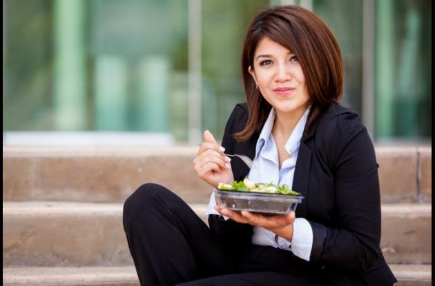 Es importante  respetar los espacios de la comida ya que no hacerlo ocasiona que no se procesen bien los alimentos y no se saque provecho a los nutrientes de los alimentos que se consumen.