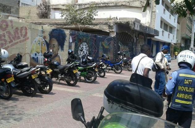 Ayer 20 motocicletas fueron inmovilizadas en la plaza Benkos Biohó.