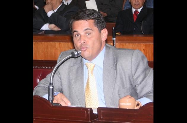 Carlos Ferro.