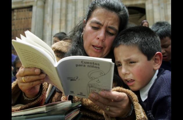 La lectura mejora el desempeño académico.