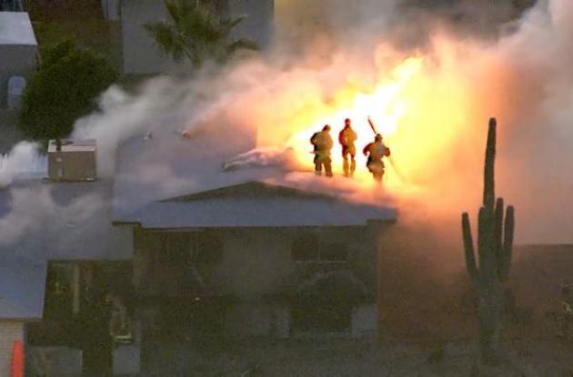 Casa en llamas en Phoenix.