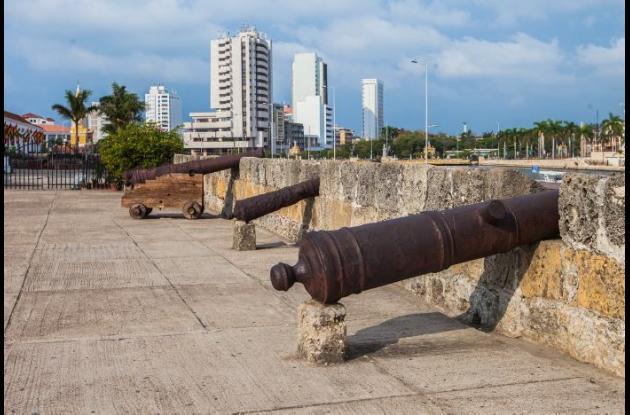 cañones en murallas de Cartagena